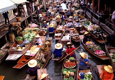 Floating market stop from Bangkok to Amphawa